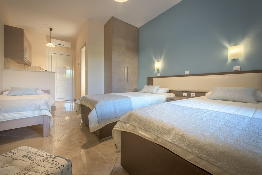 3 Bed Studio (3 Single Beds)